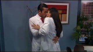 Mariano e Aurora se beijam