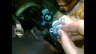 видео Кран отопителя ВАЗ 2107 - диагностика и замена краника печки своими руками + Видео