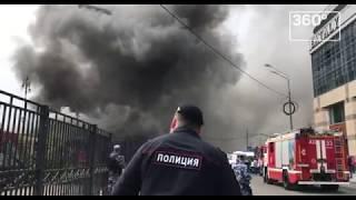 Густой дым от горящих складов у Киевского вокзала попал на видео