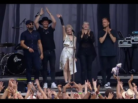 Aurora Aksnes and her band rock at Lollapalooza, Chicago 2016.8.1