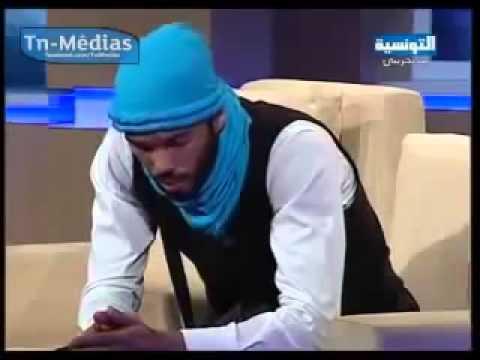 طلب منه المذيع اغنية فغنى للدولة الاسلامية