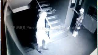 Грабитель в Тольятти избил пенсионерку в подъезде
