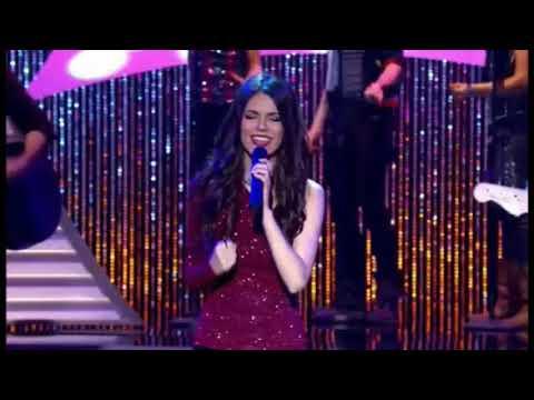 Tori Vega singing