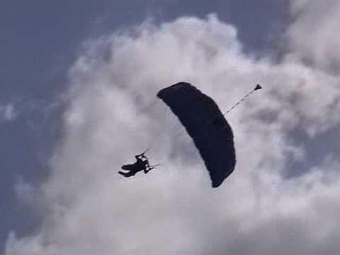 Skydive Swooping in Zephyrhills Skydive City