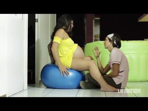 Mujeres embarazadas dando a luz normal