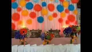 Бумажный декор, оформление свадьбы бумажными цветами,оформление лентами
