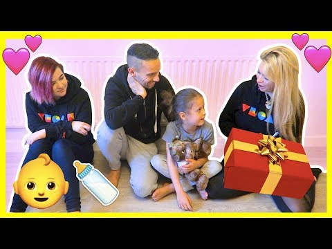 A SPECIAL GIFT FOR BABY FIZZ 🎁 DON'T TELL FAMILY FIZZ!!!! 👶