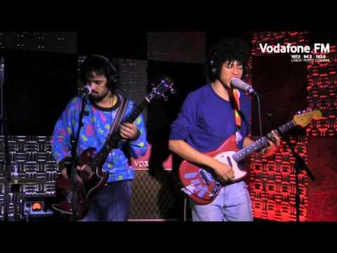 Boogarins - Falsa Folha de Rosto (ao vivo na Vodafone FM)