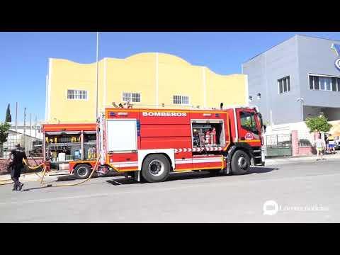 VÍDEO: Incendio en una nave que almacenaba aceites en el polígono Príncipe Felipe de Lucena