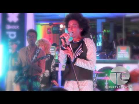 "Solange Performs Nivea's ""Laundromat"" In A Real Laundromat!"