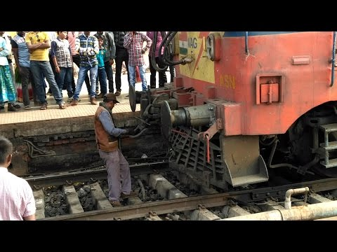 WAG 5 ENGINE CONNECTING TO TRAIN BOGIES ( COUPLING ) - INDIAN RAILWAY