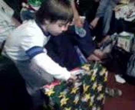 Sebas abriendo regalos 2