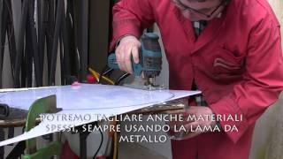 Come tagliare materiale plastico col seghetto elettrico senza fusione (plexiglass policarbonato ecc)