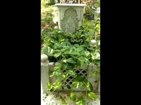 Meena Kumaris Grave Shia Cemetery Rehmatabad