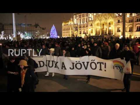 Hungary: Teachers seek education reforms at hundreds-strong march in Budapest