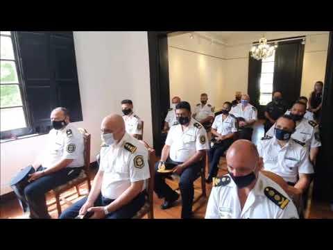 Aparicio distinguió a policías en su día