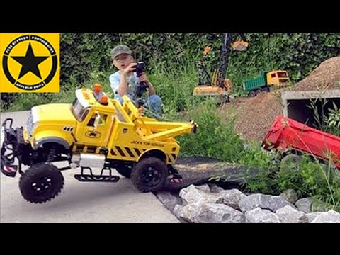 BRUDER Toys Mack TOW TRUCK RC OUTDOOR performance! Crash at Jack