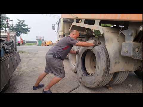 Taiwan truck change tire