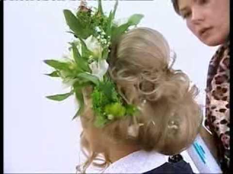 причёска на свадьбу с живыми цветами