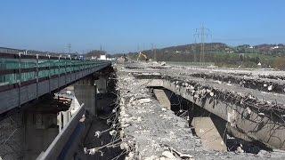 Bagger im Einsatz – Alte Lennetalbrücke an der A45 (Sauerlandlinie) wird abgerissen
