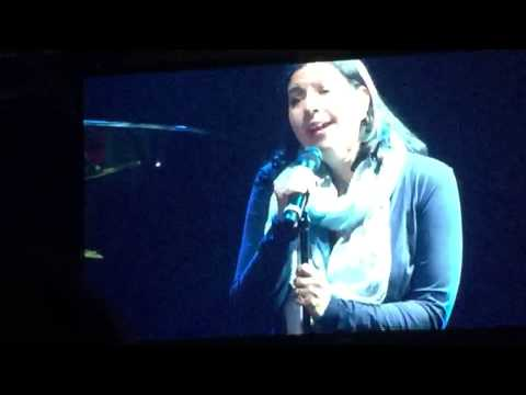 Kristen Anderson-Lopez singing Let It Go