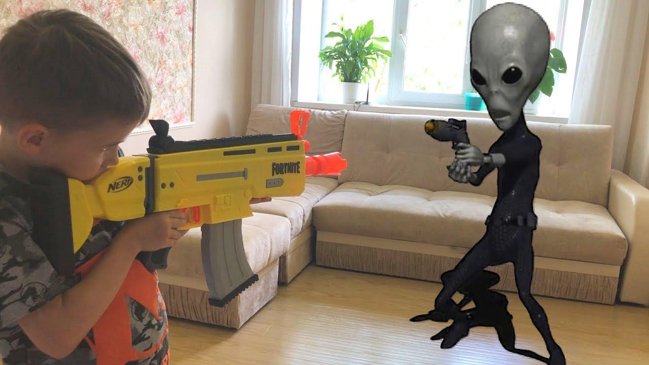 Nerf Game: alien vs Bogdan mother abducted by aliens/ Нерф игра :  маму похитили пришельцы