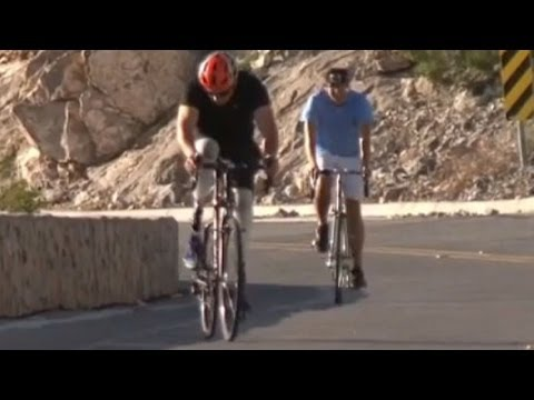 Carlos Gutiérrez rides with iron legs - Noticiero Univisión