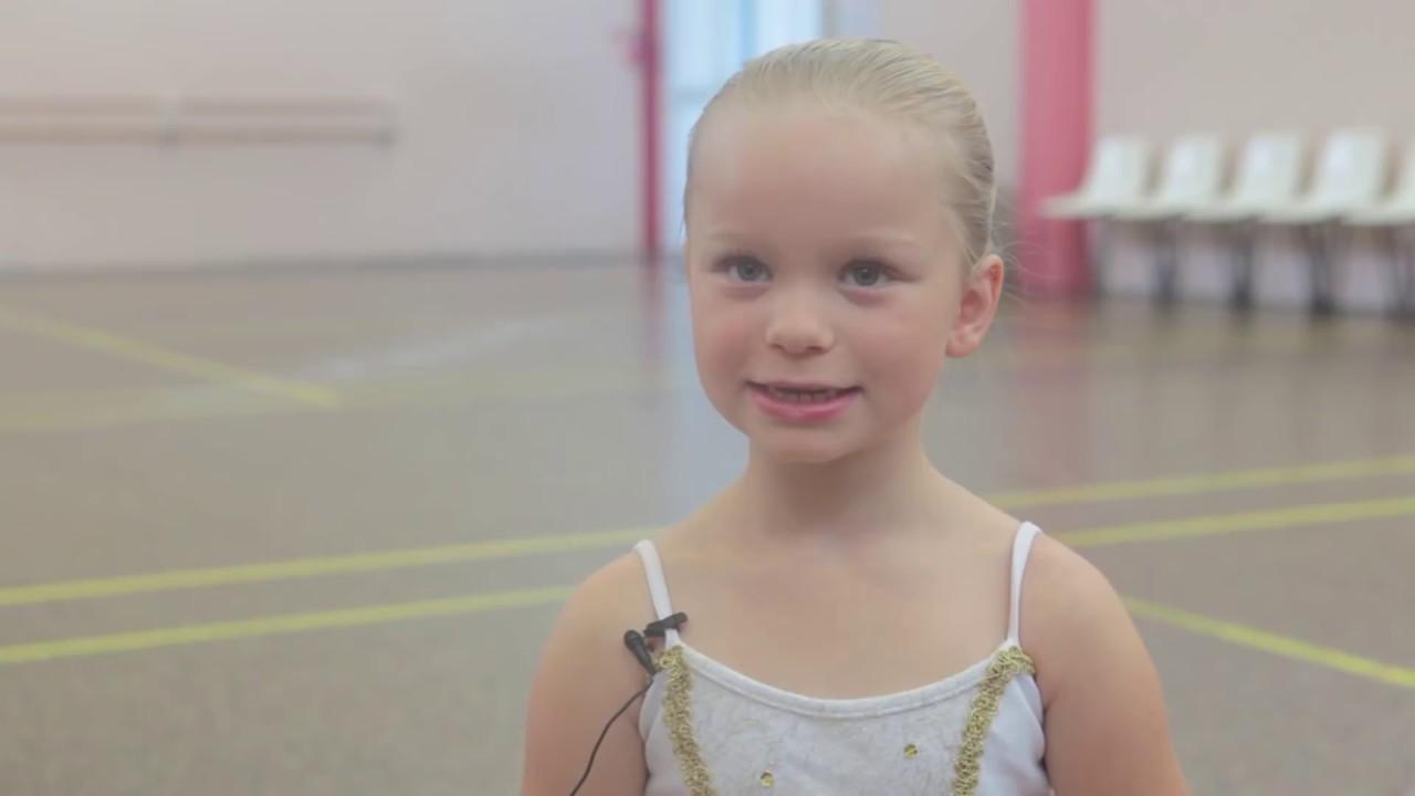 Agatha 8 ans et demi future danseuse toile youtube - La plus belle etoile ...