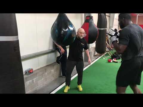 Izu Ugonoh Trening Zadaniowy Na Worku Bokserskim Warszawskie Centrum Atletyki