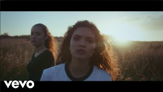 Смотреть клип Tess - Love Gun