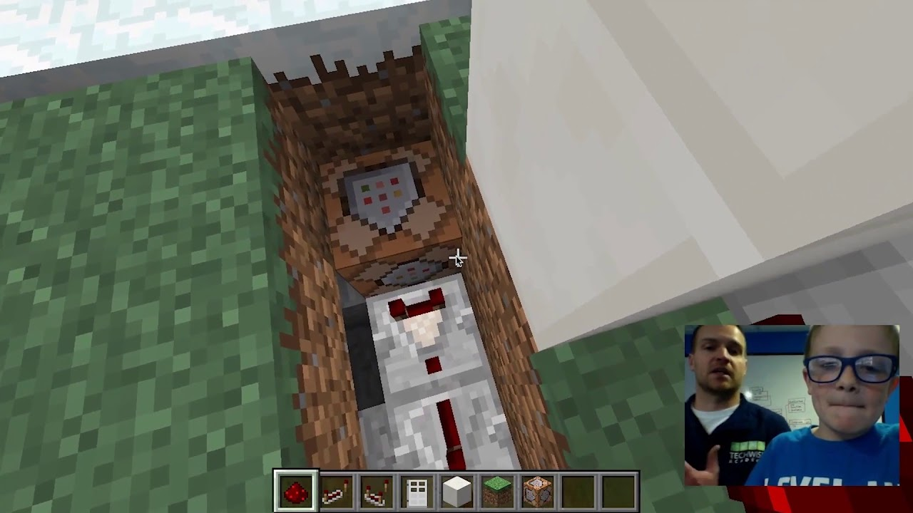 Use a Command Block to Create an Automatic Door in Minecraft
