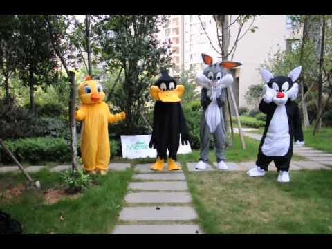 tweety, sylvester, duffy and bug bunny mascots show