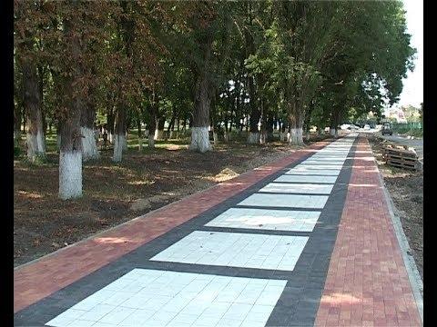 В Армавире в городской роще делают дорожки из чудо-плитки