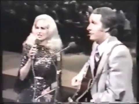 "Tammy Wynette & George Hamilton IV: ""Gotta Travel On"" (Duet)"