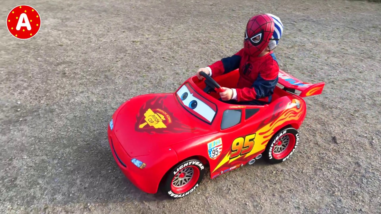 spiderman ouvre voiture disney cars 2 lightning mcqueen youtube. Black Bedroom Furniture Sets. Home Design Ideas