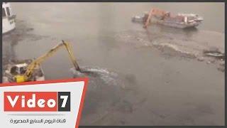 بالفيديو .. عقب ظهورها فى انخفاض منسوب مياه النيل .. إزالة الطمى والرواسب أسفل كوبرى 6 أكتوبر