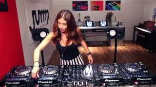 NEW DJ Juicy M mashuping on 4 CDJs
