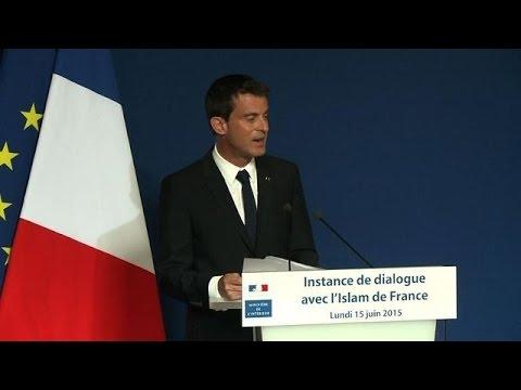 """Valls: """"L'islam est en France pour y rester"""""""