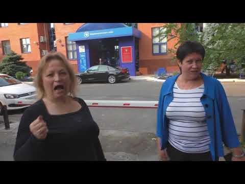 Краснодар  Бездельники из федеральной налоговой службы паркуются на тротуаре