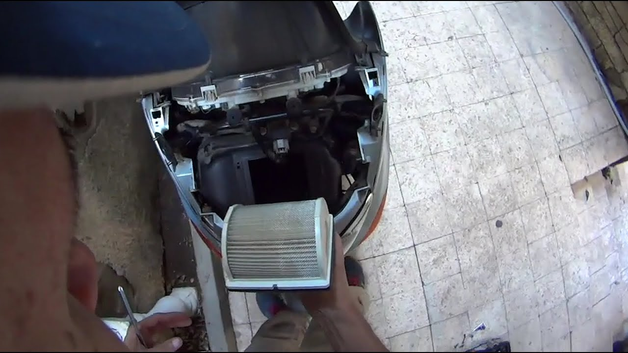 Картинки по запросу yamaha tmax 2010 changing air filter