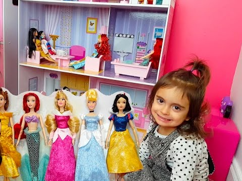 Thumbnail: Emily's Magic Doll House / Disney Princesses Set