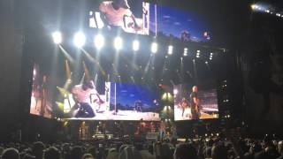 kenny chesney at the rose bowl beer in mexico 7 25 2015