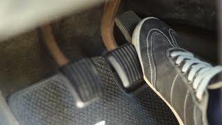 Стук (треск, рокот, скрежет) при нажатии на педаль газа
