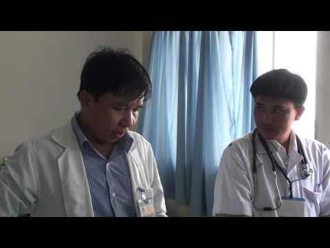 Thăm khám bệnh nhân K dạ dày