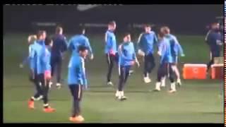 Messi nutmegs Suárez in training