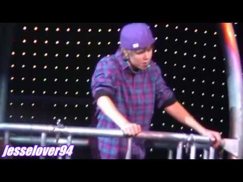 Justin Bieber-Up.at iwireless(LIVE 2010)