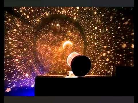 Светильник-ночник проекционный, батарейки 3*aa в комплект не входят. Проектор звездного неба превратит ваш потолок в динамический планетарий из красочных созвездий и звезд!. Просто включите его, и вы увидите постоянно меняющееся, завораживающее световое шоу красок. Проектор имеет два.
