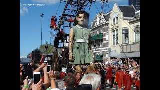 Giant Marionettes of Royal de Luxe in Leeuwarden (1) 17-08-2018