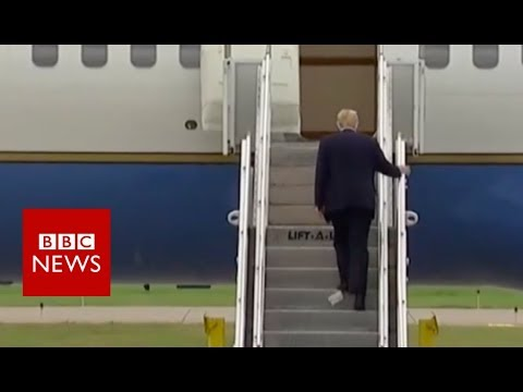 Trump boards plane with paper stuck to his shoe - BBC News