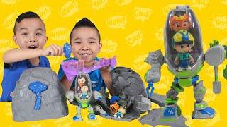Slime Ooze Lava Sand Robot Smashing Fun With CKN Toys